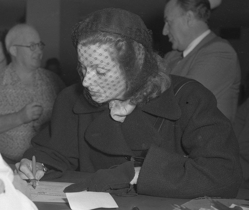 Garbo signing her US citizenship papers in 1950